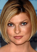 Linda Evangelista applies her make-up in 10 minutes