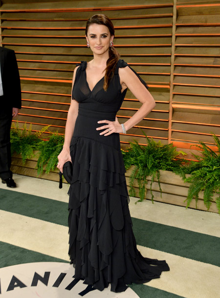 Penelope Cruz in H&M Conscious Exclusive gown at the Vanity Fair Oscar Party