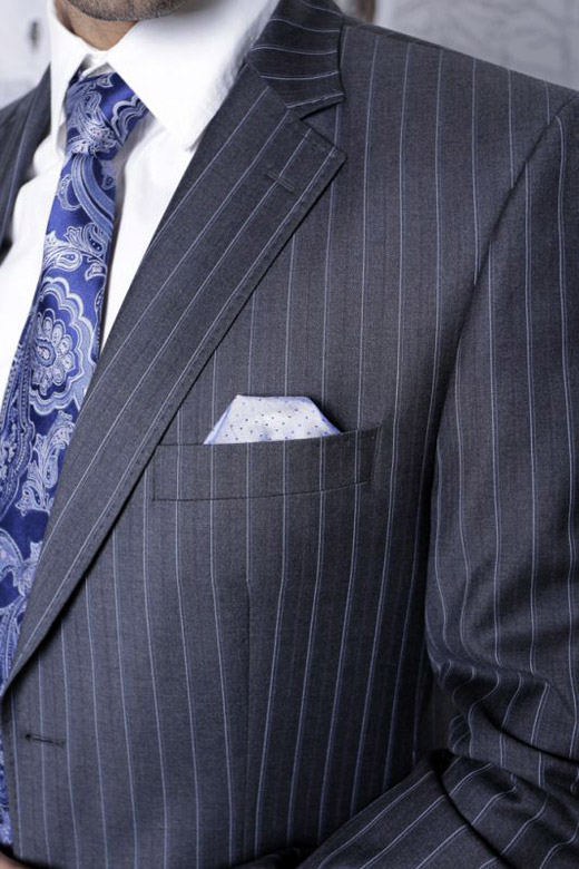 Holiday promotion of men's made-to-measure suits by Richmart factory